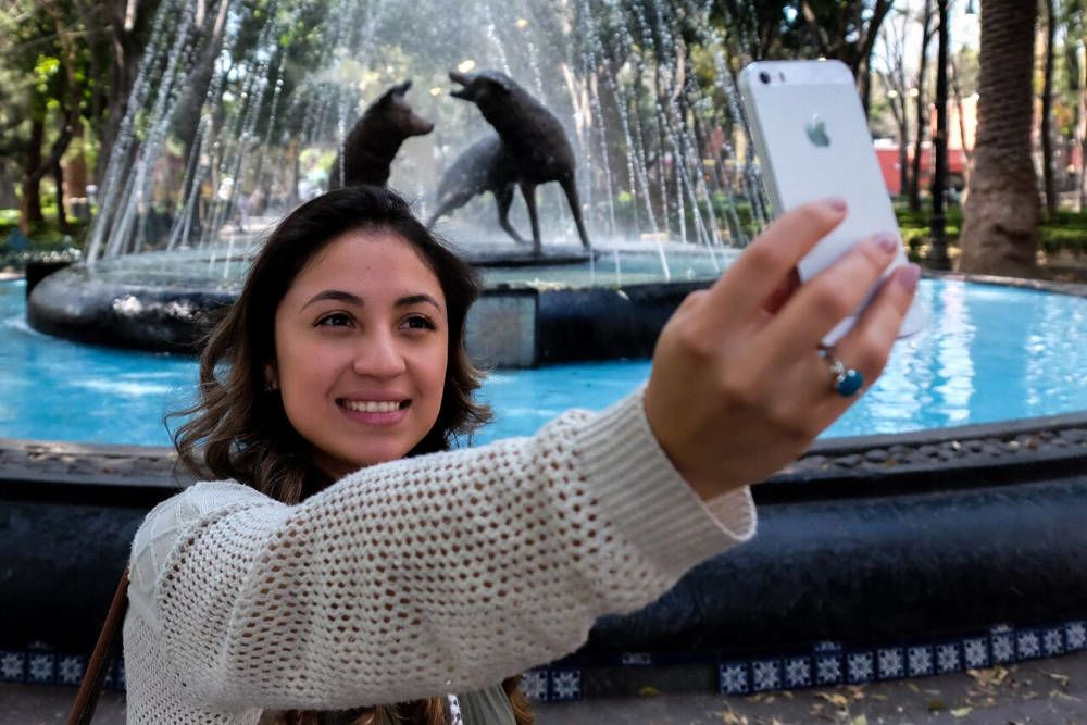 Gril taking a Selfie a Coyotes Fountain