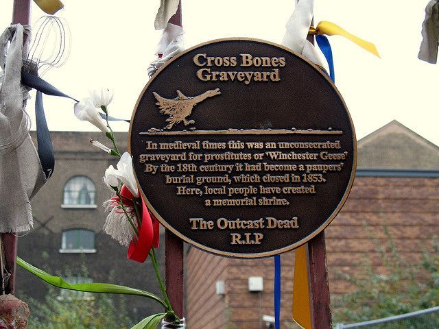 London Ghost Bus Tour Southwark Cross Bones Graveyard