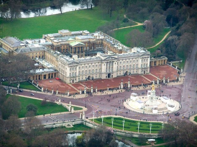 Helicopter Tour Buckingham Palace view