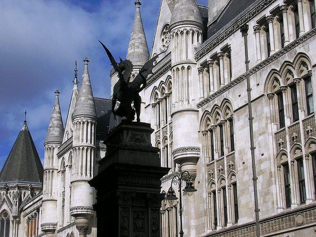 Royal Courts of Justice Statue