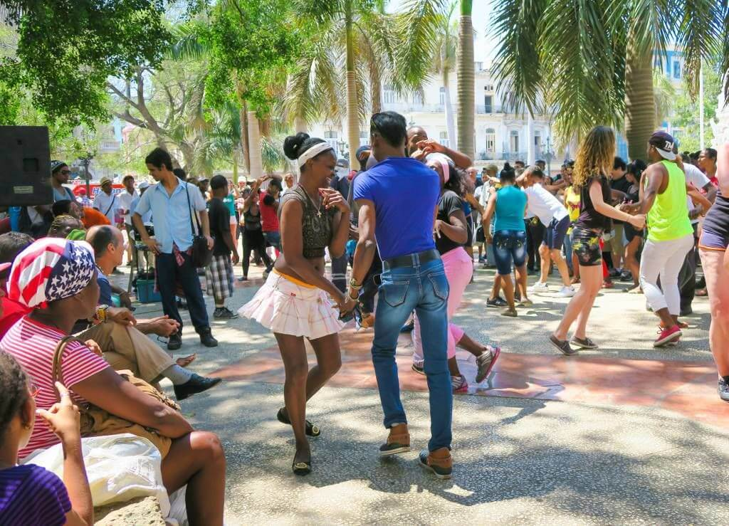 couple dancing in cuba